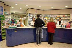 Joppolo: armato di coltello rapina una farmacia