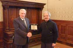 Catanzaro: il sindaco artista premia il dipendente-artista Falvo