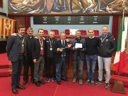 Catanzaro: i podisti della Zarapoti alla maratona di New York premiati al comune