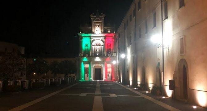 Il santuario di Paola si illumina con il tricolore