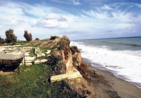 Monasterace: il parco archeologico dell'antica Kaulon continua a sprofondare verso il mare