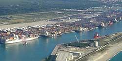 Gioia Tauro: ripartono le attivit� nel porto