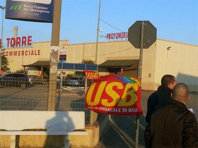 Cropani Marina: continua la protesta degli ex lavoratori del Carrefour Market