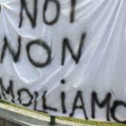 protesta dipendenti clinica senza stipendio