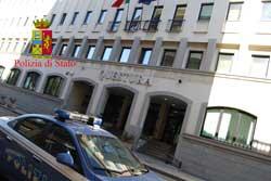 Reggio: tenta il suicidio, salvato dalla polizia
