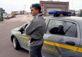 Porto di Gioia Tauro: sequestrate 13 mila paia di scarpe Nike e Reebok contraffatte