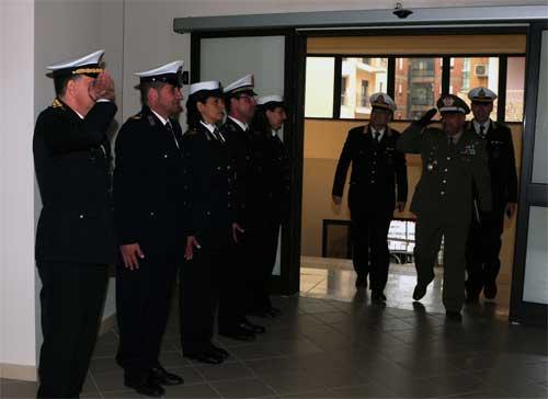 Catanzaro: il generale dell'esercito Regione Calabria, Volpe, in visita al comando di polizia municipale